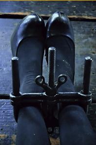 Böses Mädchen Amy - eine BDSM Geschichte by Lady Isabella - Bild Schuhe Amy