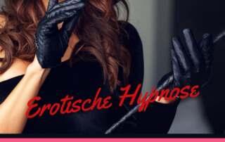 Bild mit Frau, die Lederhandschuhe trägt und einen Finger auf ihre roten Lippen legt