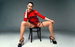 Kinky Hypnosen von Isabellas erotische Hypnose - Bild mit Frau auf Stuhl